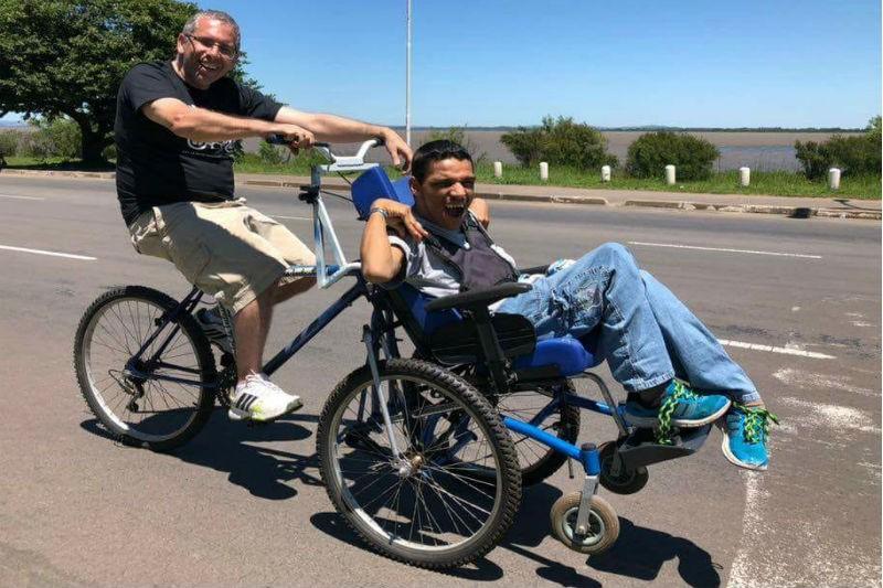 Campanha arrecada tampinhas para compra de bicicletas adaptadas para pessoas com deficiência